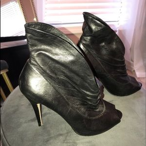 ALDO size 40 open toe black leather ankle boot